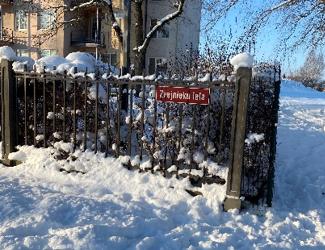 Rīgas Reinholda Šmēlinga vidusskolas skolēni sporto